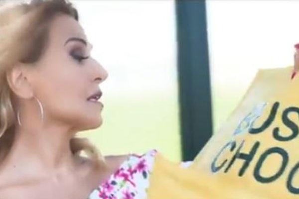 Video promo Domenica Live: Barbara d'Urso si è fatta in quattro!