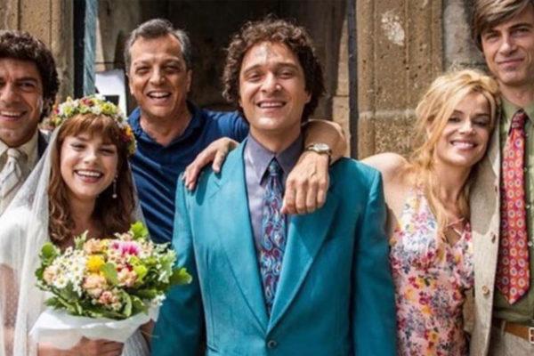 """Emma Marrone, la foto in abito da sposa: """"I migliori anni"""" al cinema dal 13 febbraio"""