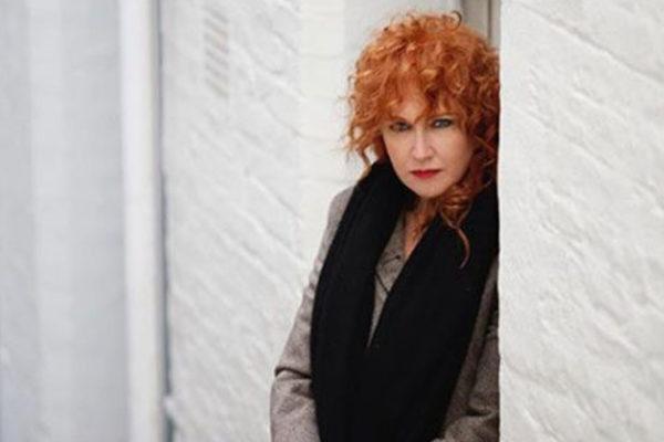 Fiorella Mannoia, fan stalker fermata sotto casa: ha provato a sfondare la porta con una panca