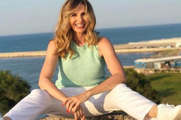 """Lorella Cuccarini """"risponde"""" ad Heather Parisi: poi il pensiero per la mamma di Nadia Toffa"""